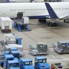 Transporte aéreo global de cargas desacelera em março, segundo Iata